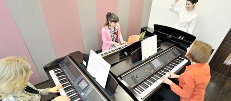 Clase-de-piano-digital-clavinova-YamahaMusicSchool-Malaga